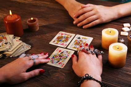 Wie weit kann man mit dem Kartenlegen in die Zukunft schauen?